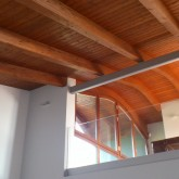 The open upper space allows to see the wooden roof's continuity and curves (view from the living room) © Ellina-Kyrisavva 2012