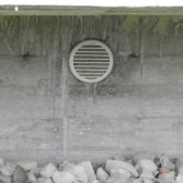 external view of the ventilated foundations grid © Erika Mazza 2012